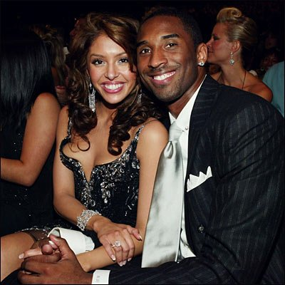 Kobe-and-Vanessa-Bryant-holding-Hands