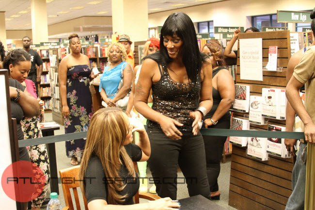 Evelyn Lozada's Inner Circle Book Signing Atlanta (14 of 17)