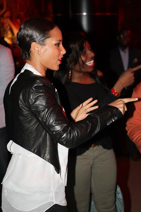 Alicia keys girl on fire album meet n greet at vanquish lounge new forum posts m4hsunfo