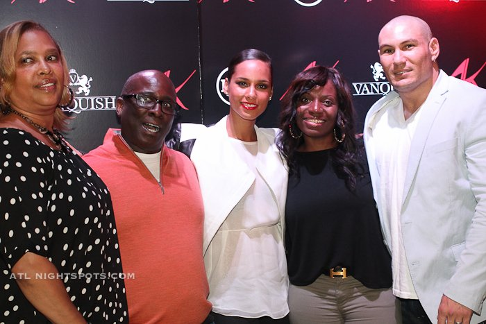 Alicia keys girl on fire album meet n greet at vanquish lounge she worked her way around the room shaking hands and giving hugs to everyone who was waiting to see her she gave a special thanks to everyone as you can m4hsunfo