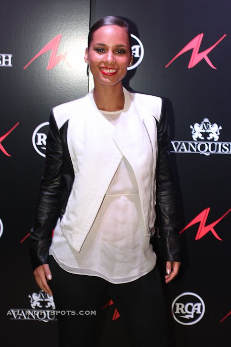 Alicia keys girl on fire album meet n greet at vanquish lounge alicia keys was in atlanta today making her promotional rounds across the city for her upcoming girl on fire album dropping due november 27th m4hsunfo