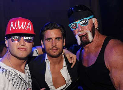 Hulk Hogan schools Scott Disick in the finer points of facial hair as he shows off his own two-toned growth | Mail Online 2012-10-04 20-36-27