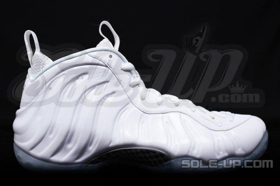 nike-air-foamposite-one-whiteout-2-570x380