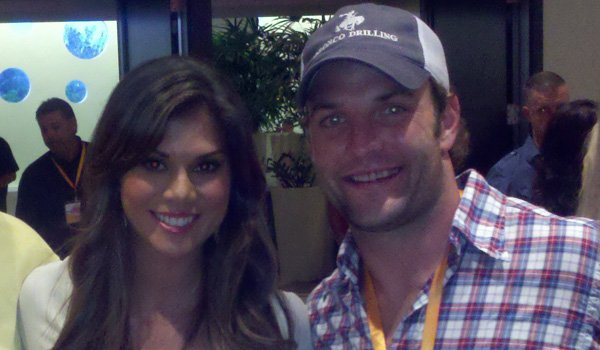 wes-welker-engaged-anna-burns-hooters-model