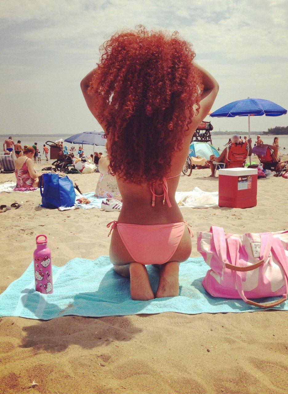 Фото одной рыжей девушки со спины 15 фотография